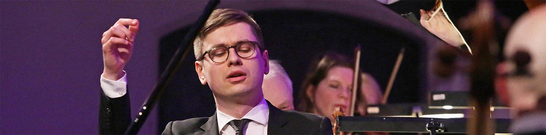 Víkingur Ólafsson spelar ihop med dalasinfoniettan