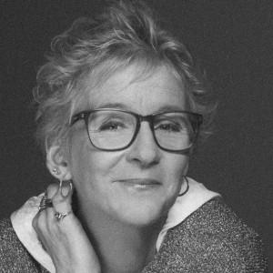 Presentatör Jane af Sandeberg i svartvitt