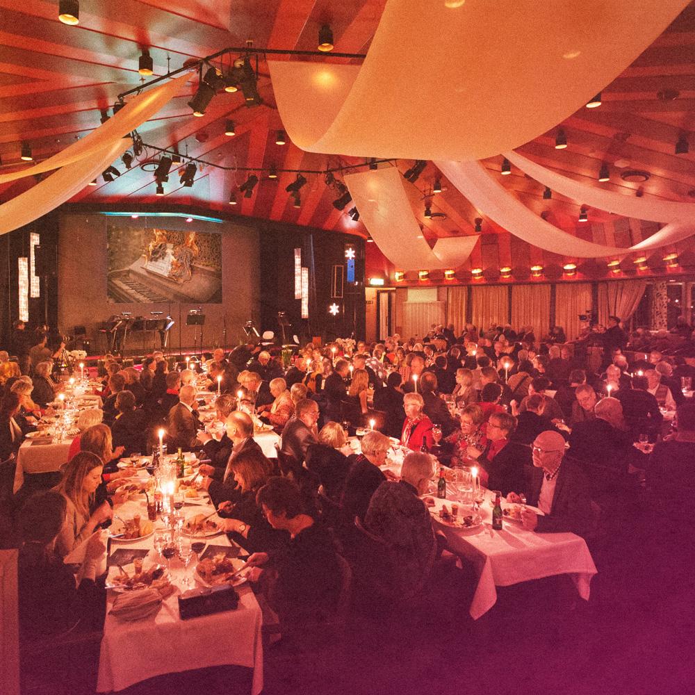 Publiken äter och njuter under Víkigur & Friends