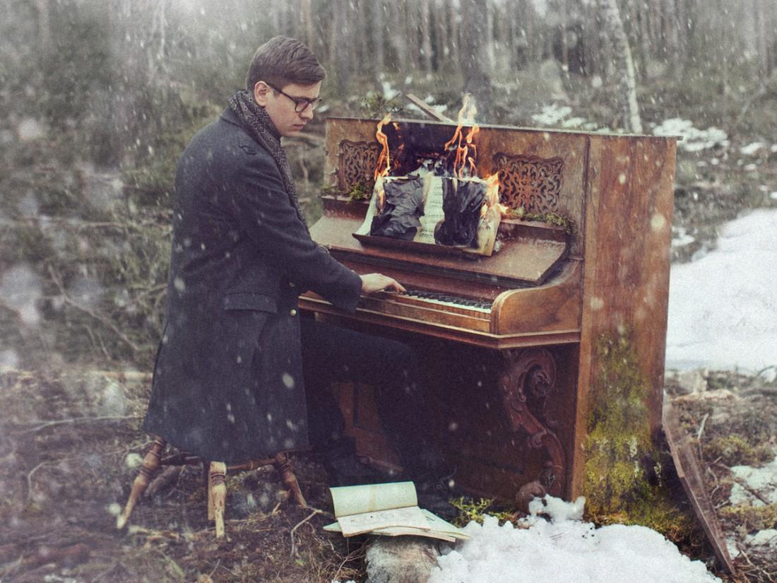 Víkingur Ólafsson playing a burning piano