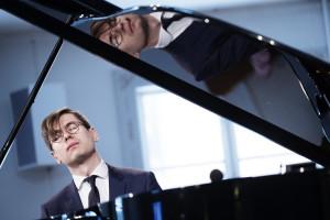 Víkingur Ólafsson by the piano