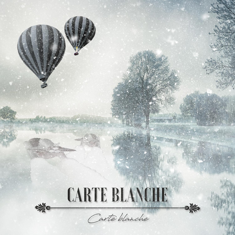 Blåtonad bild över en snöig sjö och två luftballonger i luften vars spegelbilder är rymdraketer